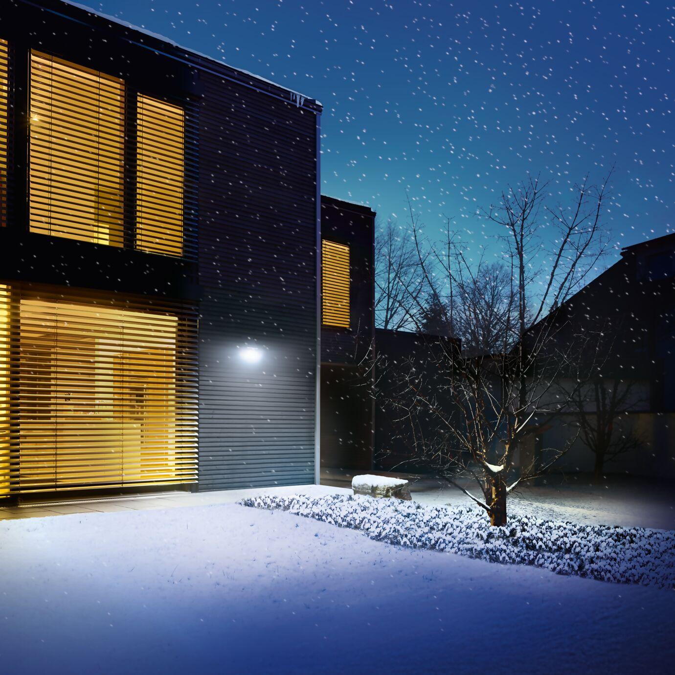 Solarbeleuchtung im Winter am Haus