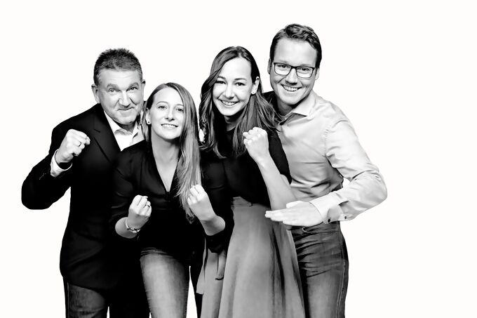 Gruppenfoto-Steinel-MA.jpg
