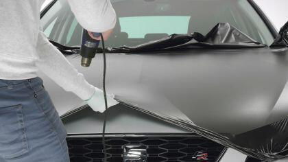 Anwendungsbeispiel zum Folieren von Autos mit dem Heißluftgebläse