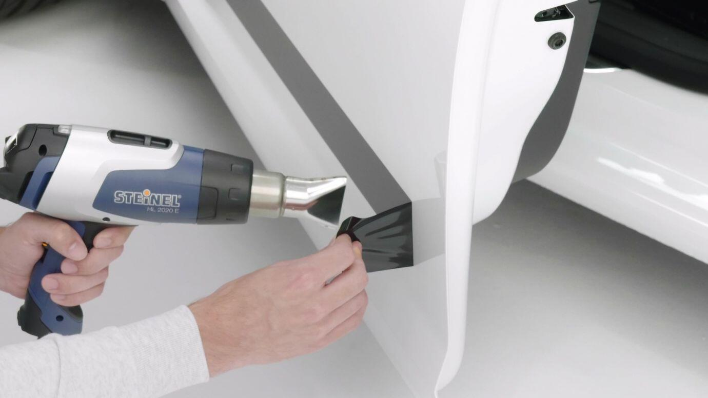 Anwendungsbeispiel zum Entfernen von Aufklebern an Wänden mit dem Heißluftgebläse