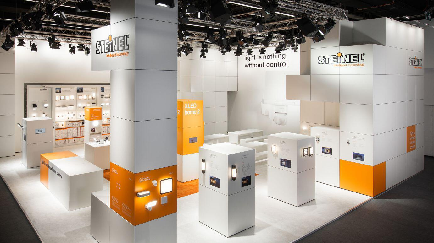 messestand-light-and-building.jpg