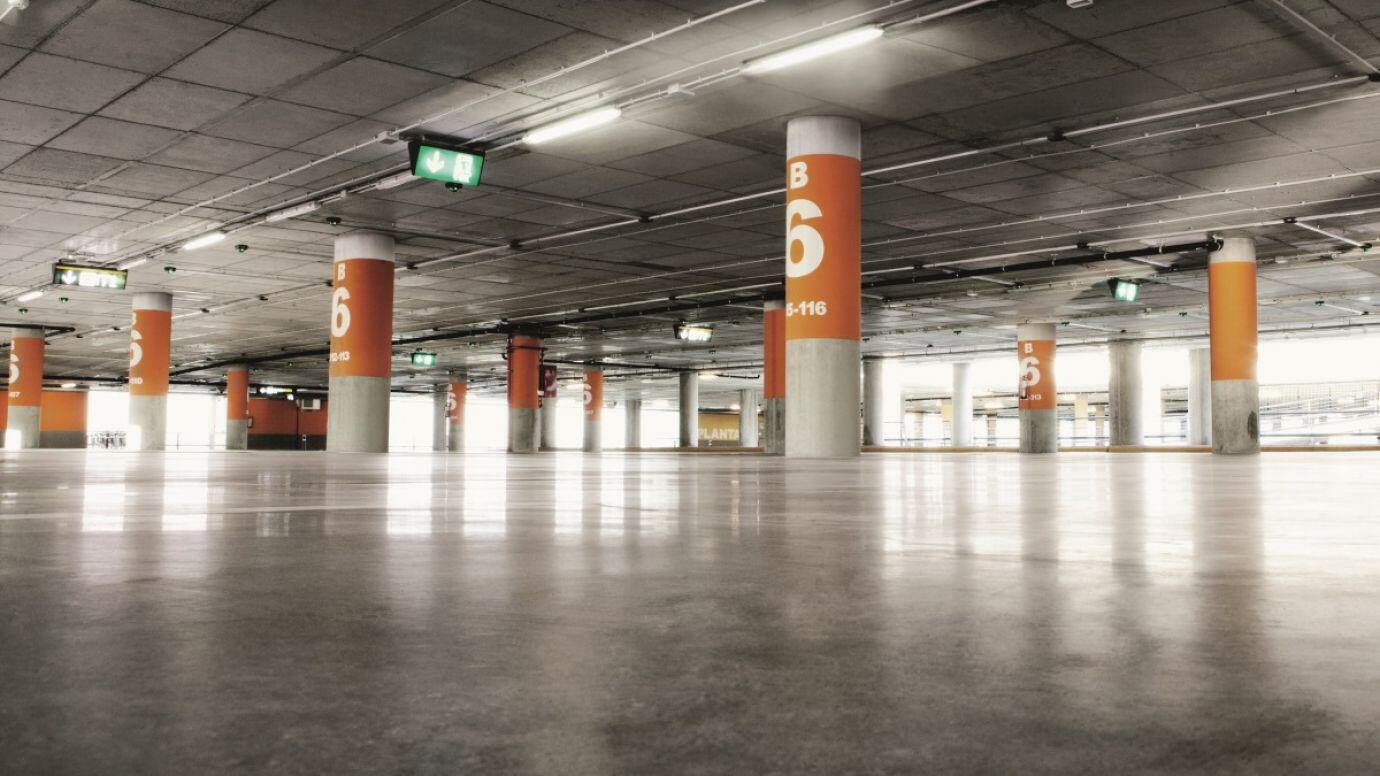 sensorinnenleuchte-rs-pro-5800-led-anwendung-tiefgarage-parkhaus.jpg