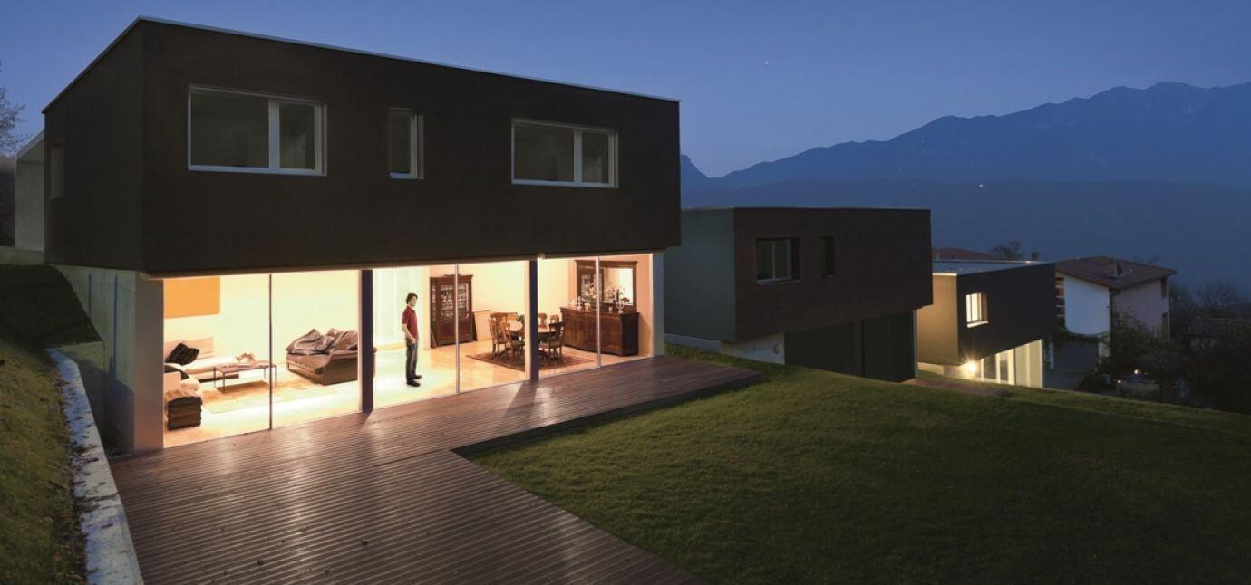 Haus mit Innenbeleuchtung