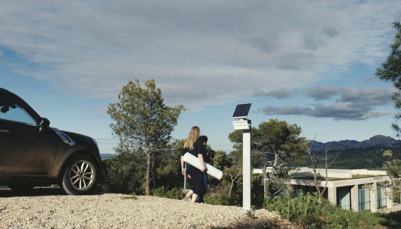 solarleuchten-mission-xsolar-gl-s-architekten-bei-der-arbeit.jpg