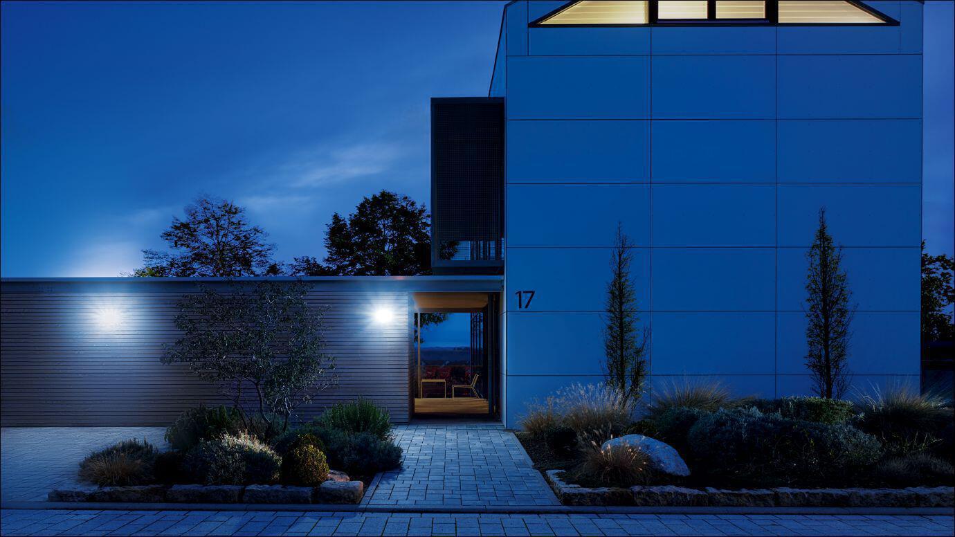Eingang mit Strahler XLed home 2